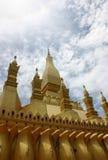 guld- laos stupa Arkivfoton
