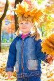 guld- leaves för flicka arkivfoton