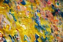 Guld- livlig blå regnbågemålarfärgtextur, vaxartad abstrakt bakgrund, livlig bakgrund för vattenfärg, textur Royaltyfri Foto