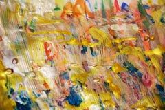 Guld- livlig regnbågemålarfärgtextur, vaxartad abstrakt bakgrund, livlig bakgrund för vattenfärg, textur Royaltyfria Foton
