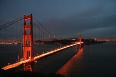 guld- ljus natt för broport Royaltyfria Foton