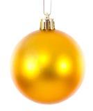 Guld- ljusnad julbollprydnad Fotografering för Bildbyråer