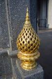 Guld- lotusblommastaty Royaltyfri Bild