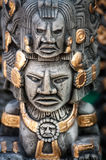 Guld målad souvenir på den Chichen Itza marknaden, Mexico Royaltyfri Foto