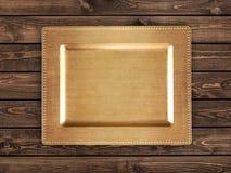 Guld- magasin på trätabellen arkivbilder