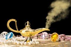 Guld- magisk lampa Royaltyfri Foto