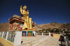 Guld- Maitreya Buddhastaty i den Likir kloster Royaltyfri Foto
