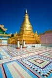 guld- mandalay myanmar sagaing stupa Arkivbilder