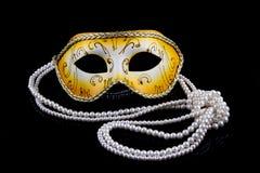 Guld- maskering med pärlor Fotografering för Bildbyråer