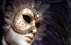 guld- maskering venice för karneval Royaltyfri Foto