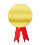 Guld- medalj med den isolerade röda pilbågen Arkivbild