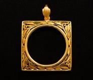 Guld- medaljongramhänge Arkivbilder