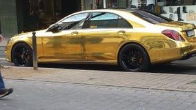 Guld- Mercedes arkivbilder