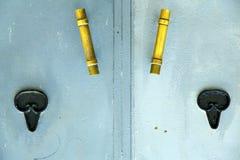 guld- metallblått i africa hem- och säkert PA för den gamla wood fasaden Royaltyfria Foton