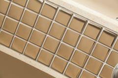 Guld- mirrorlike fyrkantig tegelplatta Arkivfoto