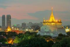 guld- montering Loppgränsmärke av Bangkok, Thailand Arkivbild