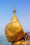 guld- myanmar rock Royaltyfri Bild