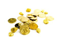 Guld- mynt för Bitcoin mynt, bunt av cryptocurrenciesbitcoinisola Royaltyfri Fotografi