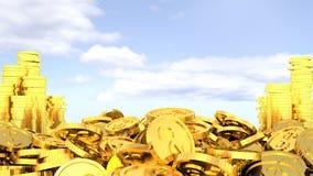 Guld- mynt på bakgrunden av himmel lätta pengar Royaltyfri Fotografi