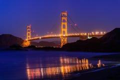 guld- natt san för brofrancisco port Royaltyfria Foton