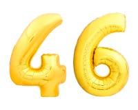 Guld- nummer 46 fyrtiosex gjorde av den uppblåsbara ballongen på vit Arkivbilder