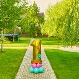 Guld- nummer 1 gjorde av den uppblåsbara ballongen Royaltyfri Bild