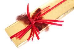 Guld- och röd gåva Royaltyfria Bilder