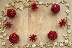 Guld- och röd julram Arkivbilder