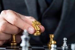 Guld- och silverschack med spelaren royaltyfria bilder