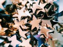 Guld- och silverstjärnor blänker arkivbilder