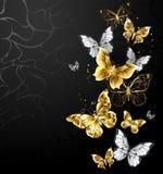 Guld- och vita fjärilar på svart bakgrund stock illustrationer