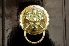 Guld- orientalisk dörrknackare Fotografering för Bildbyråer