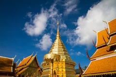 Guld- pagod i tempel på den Doi Sutep templet i Chiang Mai, Thaila Royaltyfri Bild