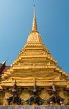 Guld- pagod i templet av Emerald Buddha arkivfoto