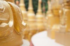 Guld- pagod i Wat Pa Sawang Boon, Thailand Royaltyfria Bilder