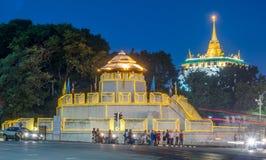 Guld- pagod med trafikljusrörelse Royaltyfri Fotografi