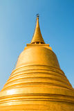 Guld- pagod på blå himmel Royaltyfria Bilder