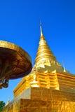 Guld- pagod Phra som Chae Haeng tempel i Nan, Thailand Arkivfoto