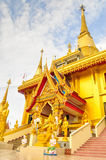 Guld- pagod Wat Kiriwong Royaltyfri Bild