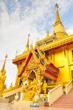 Guld- pagod Wat Kiriwong Arkivbilder