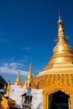 guld- pagoda Fotografering för Bildbyråer