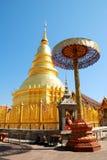 Guld- Pagoda på det Hariphunchai tempelet Royaltyfria Bilder