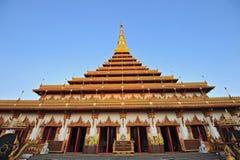 Guld- pagoda på det Wat Nong Wang tempelet, Khonkaen Thailand Royaltyfria Foton
