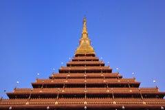 Guld- pagoda på det Wat Nong Wang tempelet, Khonkaen Thailand Arkivbild