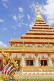 Guld- pagoda på tempelet, Khonkaen Thailand Arkivbild