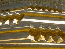 Guld- pagoddetalj i Myanmar Arkivbilder