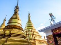 Guld- pagoder på den Mandalay kullen, Myanmar 1 Arkivbilder