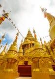 500 guld- pagoder tempel, Thailand Royaltyfri Fotografi