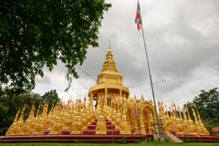 500 guld- pagoder tempel, Thailand Royaltyfria Bilder