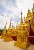 500 guld- pagoder tempel, Thailand Arkivbilder